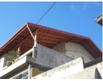 estruturas de madeira em telhados no Butantã