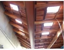 estrutura de madeira em telhados
