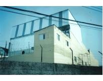 fechamento lateral com telhas metálicas