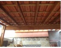 telhado com estrutura de madeira na Vila Esperança