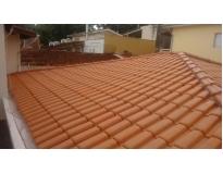 telhado com estrutura de madeira